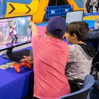 Actividad de video juegos en Mima en pabellón 1