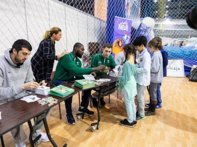 Firma de jugadores de Unicaja Baloncesto en Mima